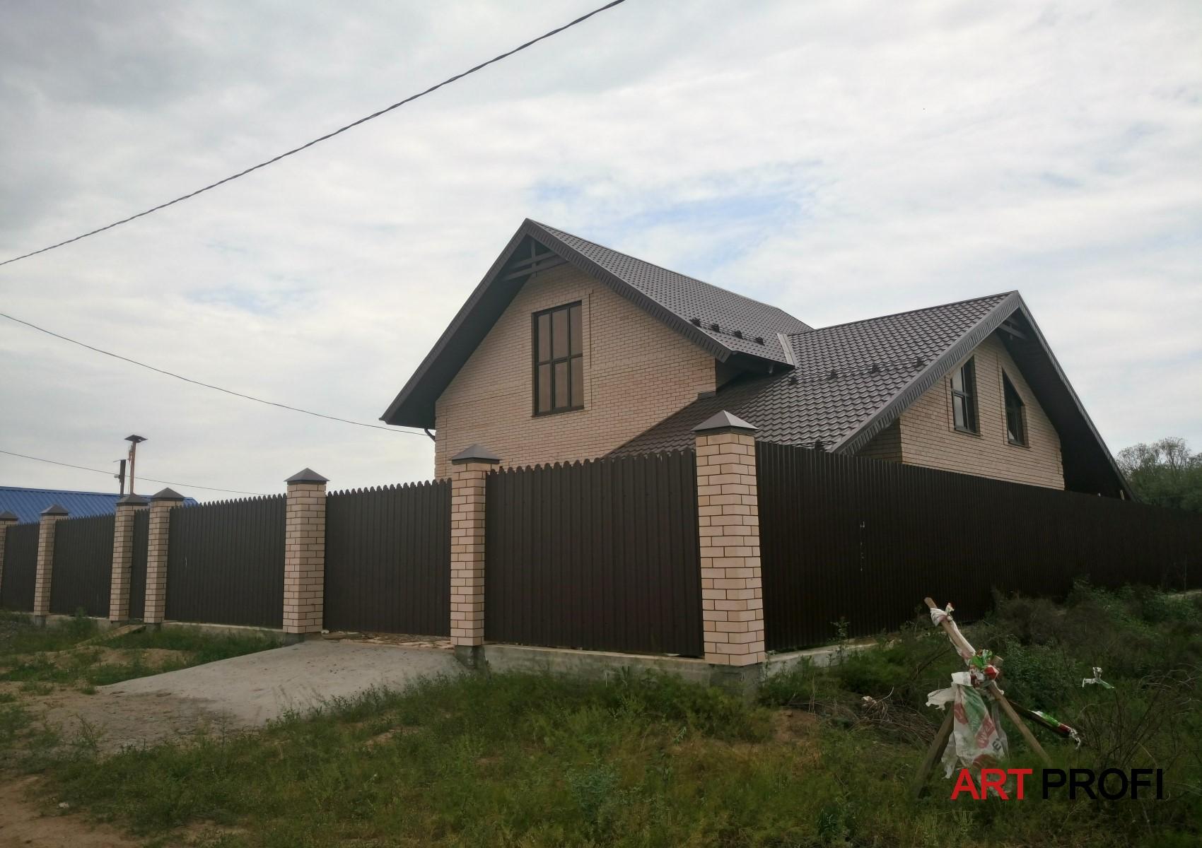 Строительство домов. Дом с двумя крышами.