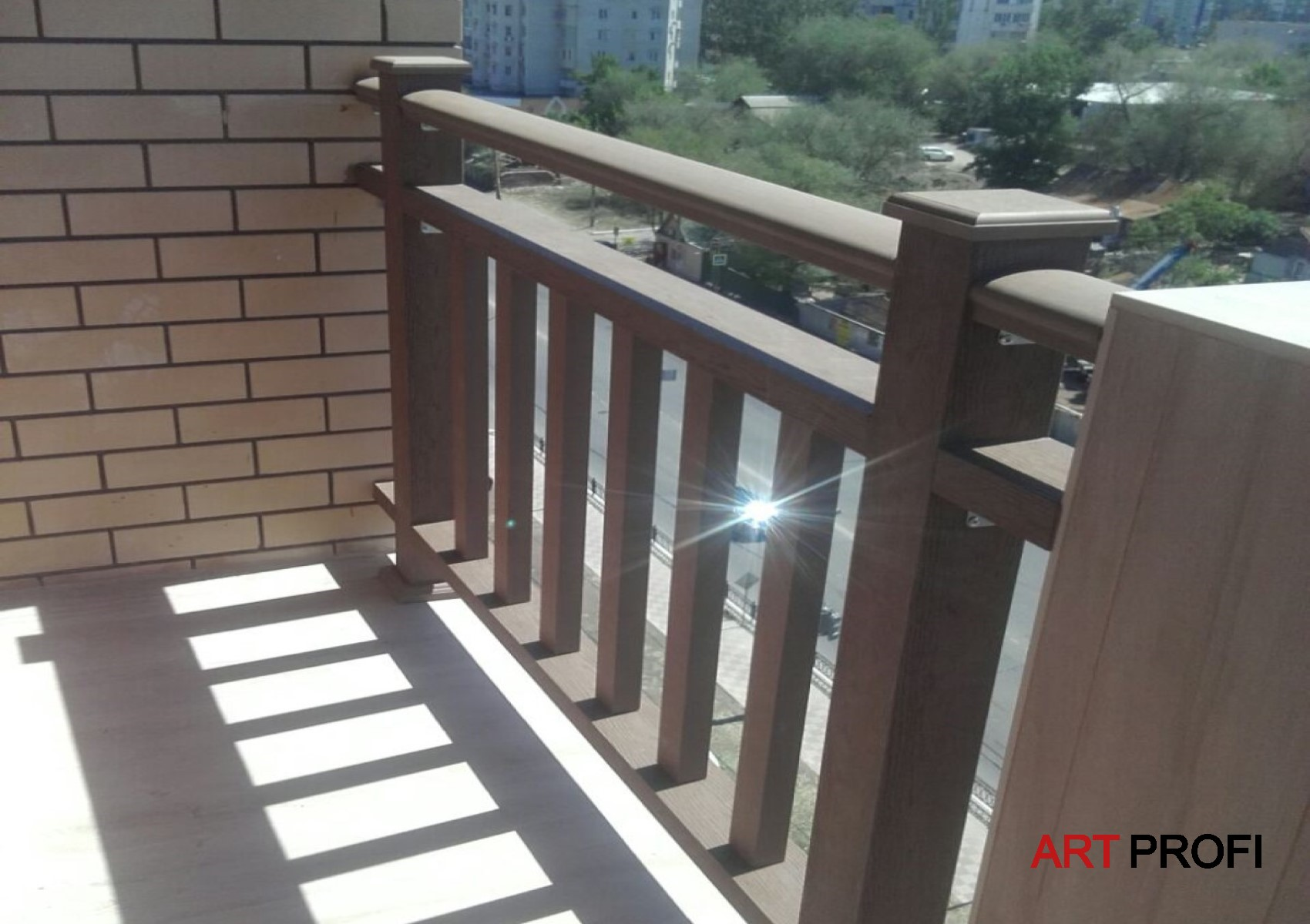 Ремонт квартир. Роскошные перила балкона.