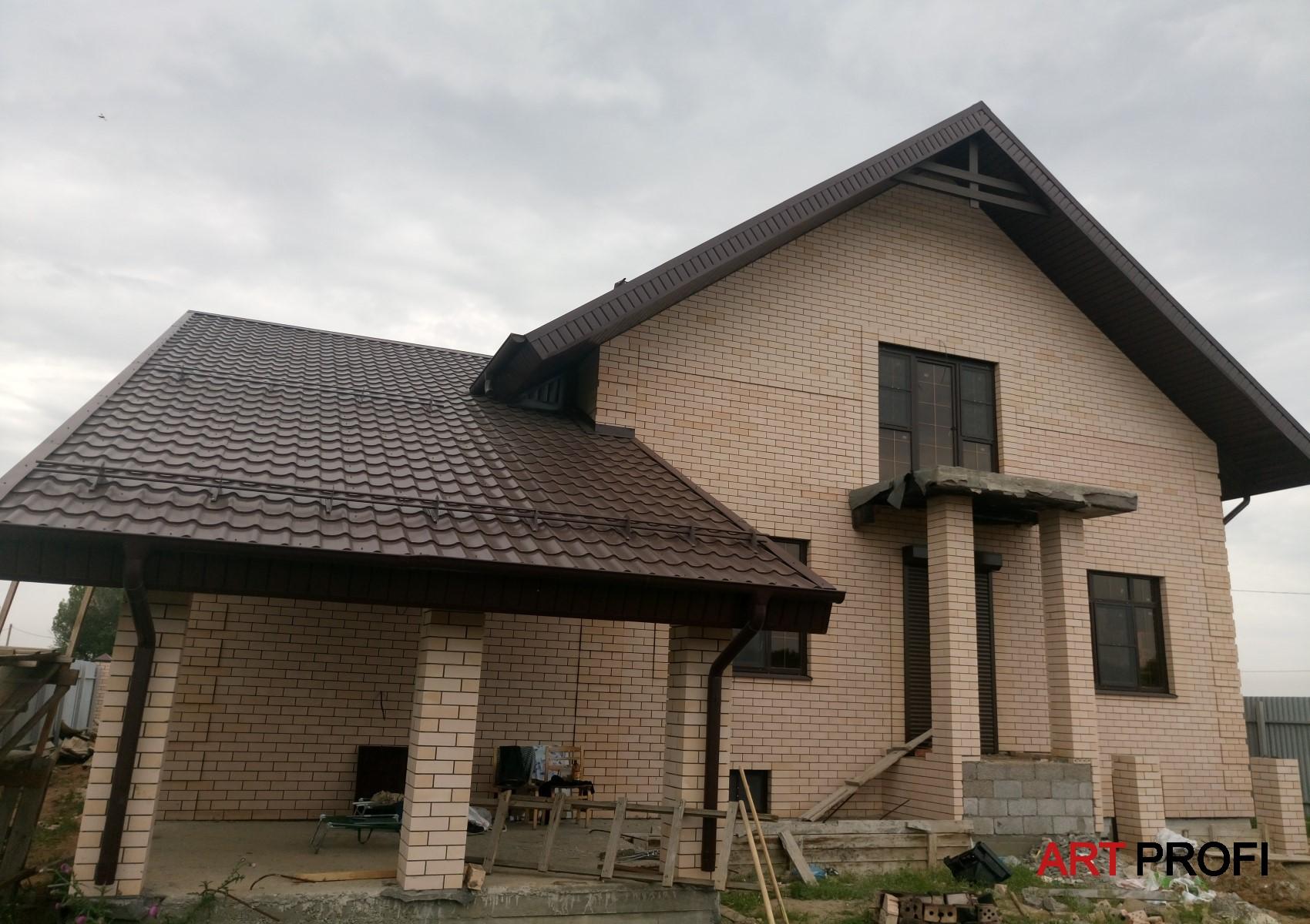 Строительство домов. Терраса под основной крышей.