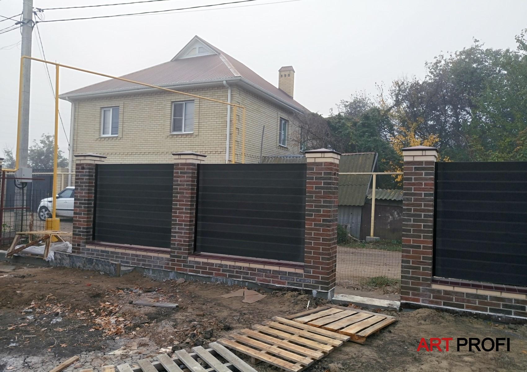 Строительство домов. Забор из баварской кладки.