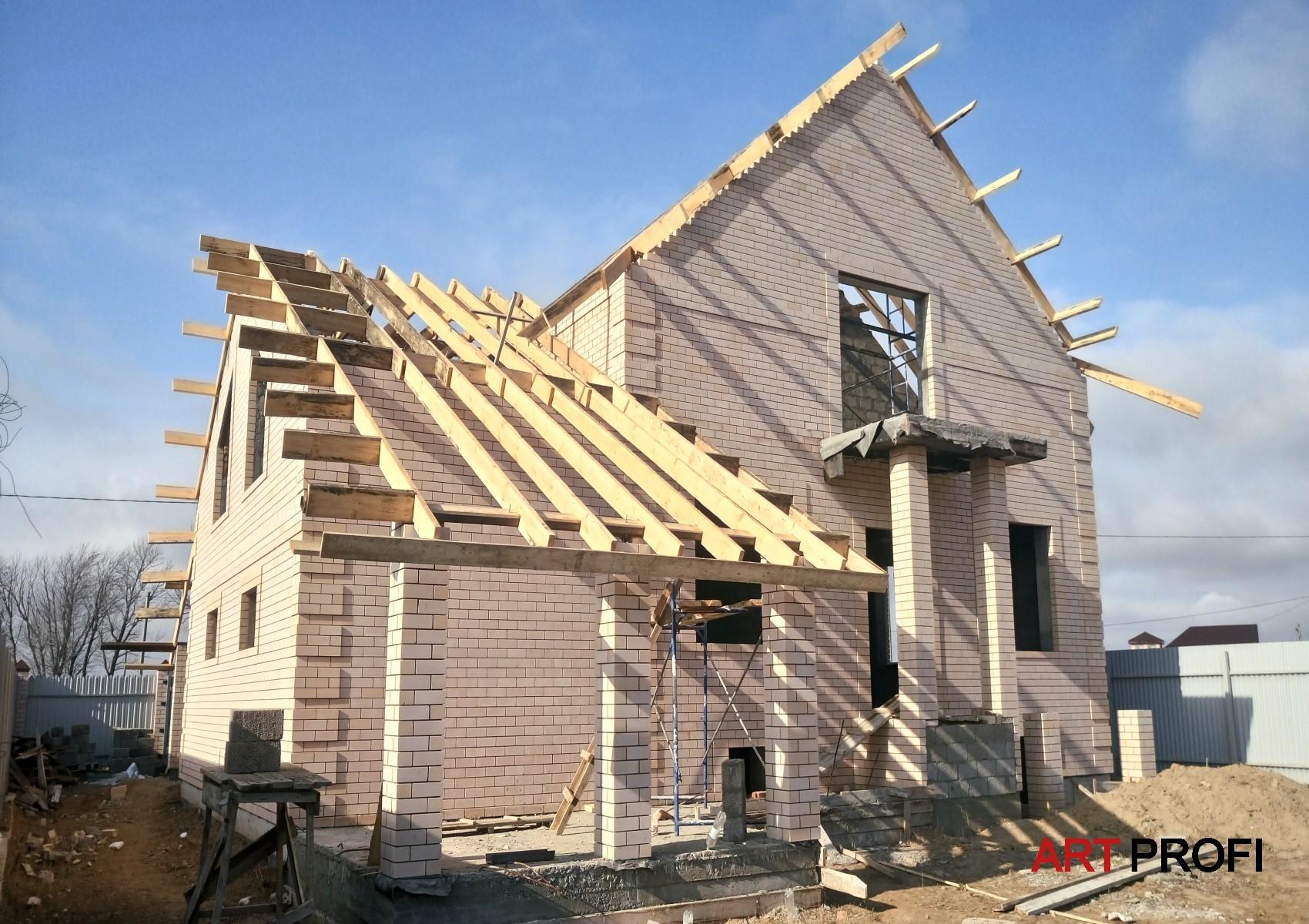Строительство домов. Монтаж балок.